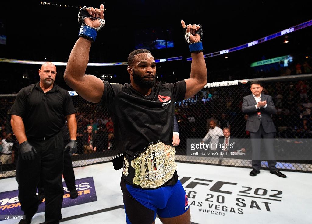 Tyron Woodley faturou o cinturão e uma boa grana no UFC 201 (Foto: Getty Images)