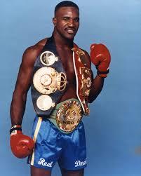 Evander Holyfield foi campeão na categoria dos cruzadores e se tornou o único atleta a conquistar, por 5 vezes, o título de campeão mundial de boxe peso pesado.