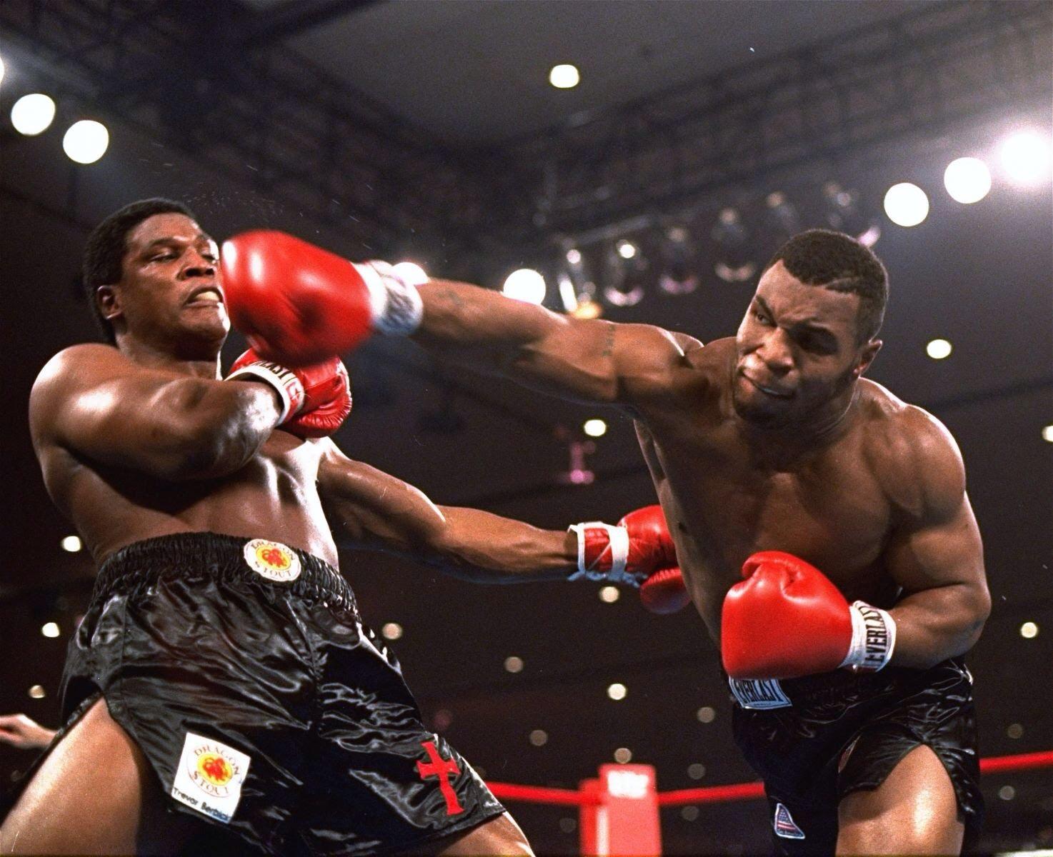 Mike Tyson se tornou o mais novo campeão peso-pesado ao destruir Trevor Berbick, em 1986.