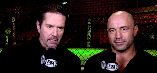 Mike Goldberg e seu parceiro de longa data, Joe Rogan, comentando um evento do UFC pela Fox Sports (Foto: Fox Sports)